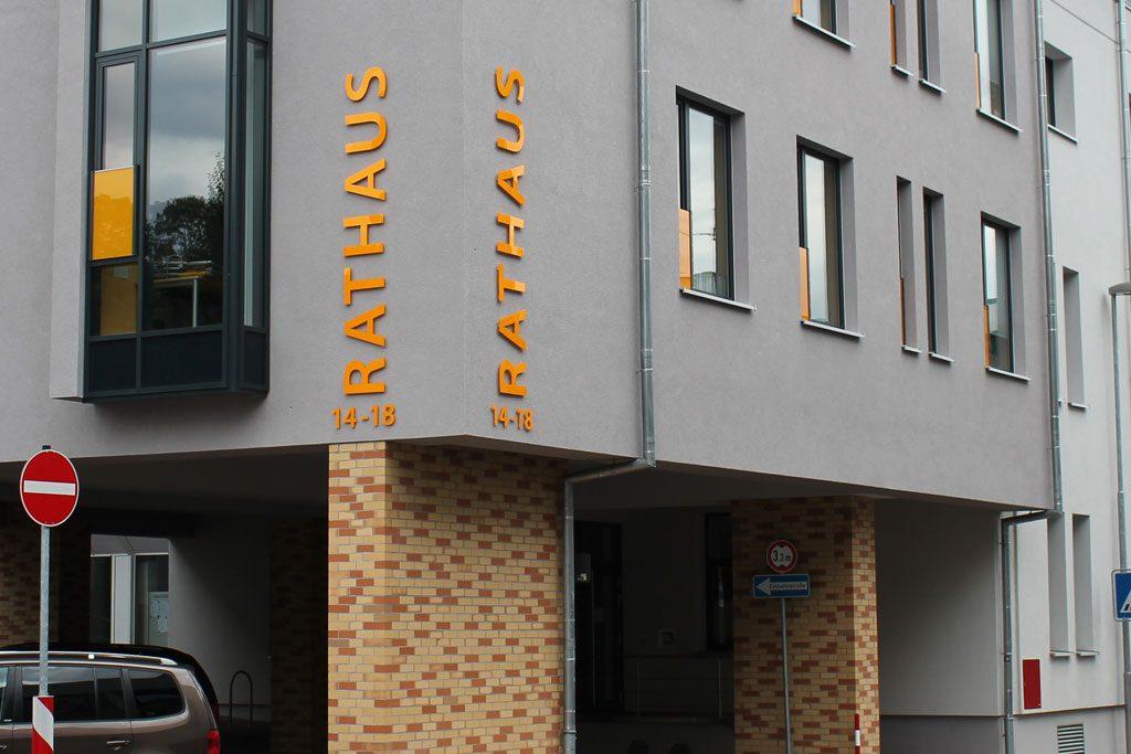 Beschriftung Rathaus Sinsheim