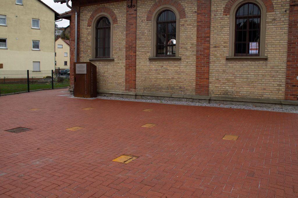 Puregraphik Gestaltung Synagogenplatz mit Korten und Edelstahl