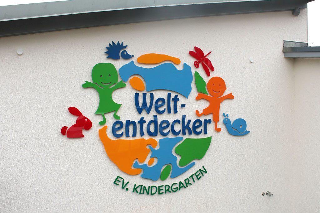 Logo Entwurf und Umsetzung am Gebäude